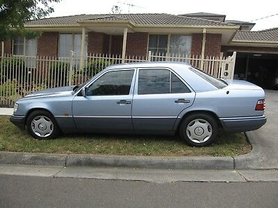 MERCEDES BENZ E220 Sedan Automatic 1994 - LADY OWNER