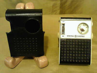 Vtg Chrome & Black Ge General Electric Transistor Radio P-826A With Case