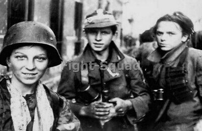 WW2 Picture Photo German Women Soldiers 3132