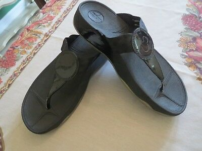4908313bb69 FITFLOP DISNEY Parks Mickey Black Wobble Board FLIP FLOPS Thong SANDALS  Shoes 10