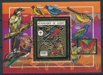 [16077] Guinea : Birds - Good Very Fine MNH Sheet With Gold Stap