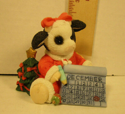 Mary's Moo Moos  Girl Counting Down Until Christmas  Figurine  119463