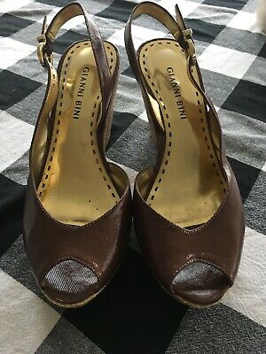 58d19505bff Gianni Bini Black And Gold Size 65 Sexy Strap Heels t