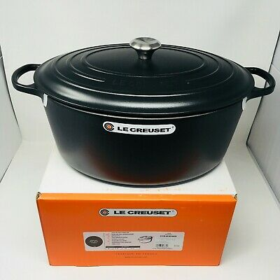 Le Creuset Signature Cast Iron 15 1/2-qt Oval Dutch Oven, Matte Black