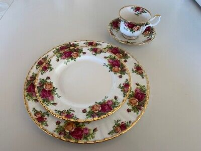 Royal Albert Old Country Roses 1962 Bone China (6) 4 piece place setting.dinner