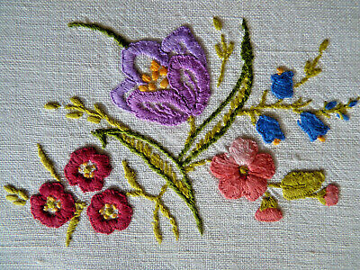 PRETTY PURPLE CROCUS Vintage Heavily Hand Embroidered Table Centre Doily