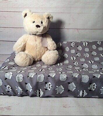 Change table cover in grey or white banded foxes woodlands