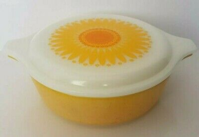 Pyrex 471 Sunflower Casserole Dish 1 PT with Lid Yellow Orange Bowl Vintage Pint