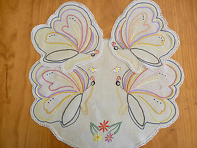 BEAUTIFUL BUTTERFLY SHAPED Vintage Hand Embroidered Duchess/Dressing Table Set
