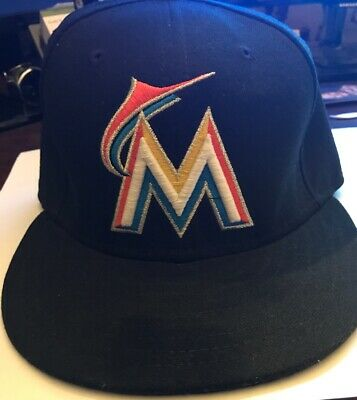 new styles ae09a 2ccfe Miami Marlins 59FIFTY New Era On Field Fitted Cap MLB Authentic 7 3 8 Black