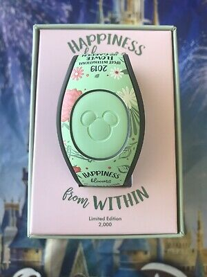 Disney EPCOT Flower & Garden Festival 2019 Minnie Mouse MagicBand In Hand