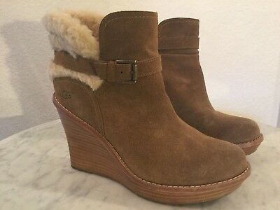 85106781966 NEW UGG ANAIS Womens Wedge Bootie Sz 8 Brown Suede Buckle Shearling ...