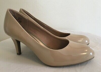 929a654f9f2 Comfort Plus by Predictions Women s Size 5.5 Beige Patent Leather Classic  Pumps
