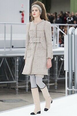 e5799304544d CHANEL FALL 2017 Runway Grey Coat - 38 -  2