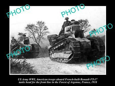 OLD POSTCARD SIZE PHOTO OF US ARMY WWI, US TROOPS ON RENAULT FRENCH TANKS c1918