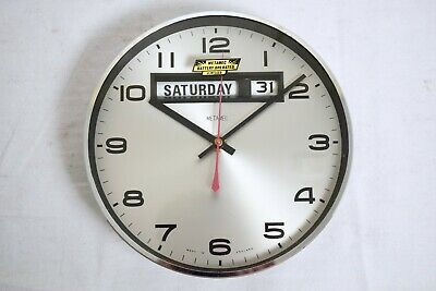 VINTAGE 1970s METAMEC ELECTRONIC WALL CLOCK WITH DAY AND DATE FUNCTION