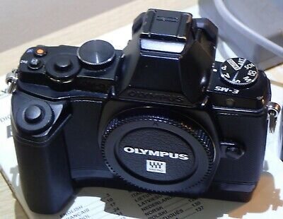boitier OLYMPUS OMD E-M5 + GRIP + accessoires
