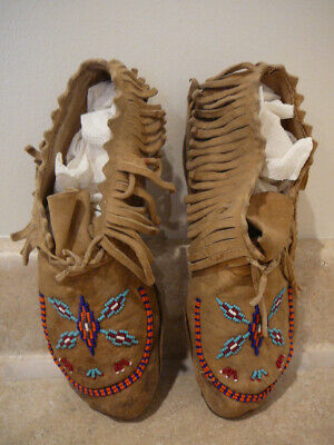 S25 Native American Indian Beaded Leather Child's Moccasins