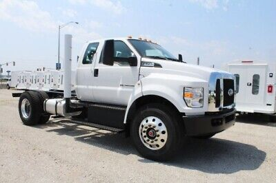 2018 Other Pickups 2WD SuperCab Chassis 2018 Ford Super Duty F-750 Straight Frame, Oxford White - White with 101 Miles a