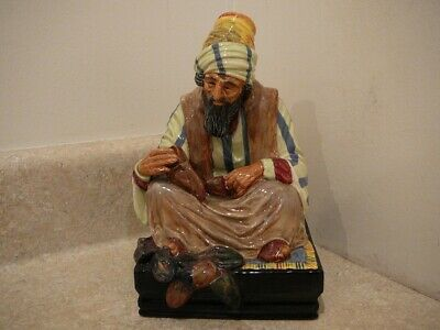 Vintage Royal Doulton Hn1706 Porcelain China Figurine Statue The Cobbler