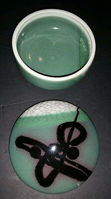 D SHAPIRO  GREEN & CRACKLE DECORATIVE BOWL with lid Asian Art  signed Pottery