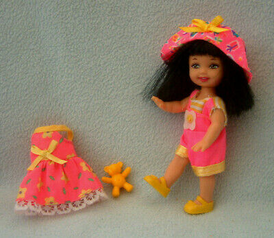 Barbie - brunette SHELLY doll with black hair - 2 outfits + hat & shoes & teddy