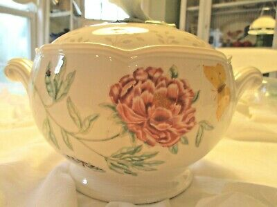 Lenox   - Butterfly Meadow  - Large Covered Casserole - Tureen - 2-1/2 Quart