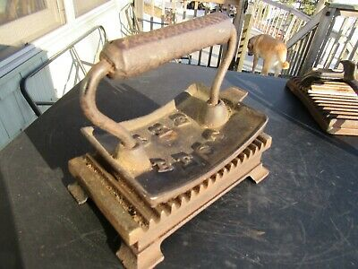 ANTIQUE ORIGINAL LATE 1800's CAST IRON FLUTING IRON AMERICAN MACHINE CO.PHIL PA.