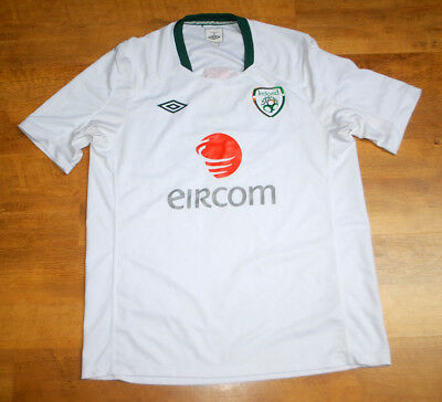 Umbro Ireland training shirt (Size L)