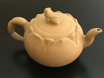 """A Superb 4.5"""" Chinese Yixing Terracotta Clay Frog on Lotus Leave Teapot Signed"""