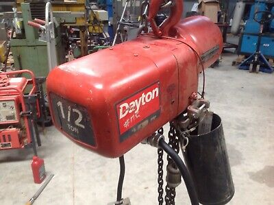 Dayton 1/2 Ton Electric Chain Hoist. 3 Pase 480 Volt. Short Pendant Cable.