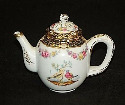 Tournay Miniature Tea Pot Victoria & Albert Museum 1985 Franklin Mint Porcelain