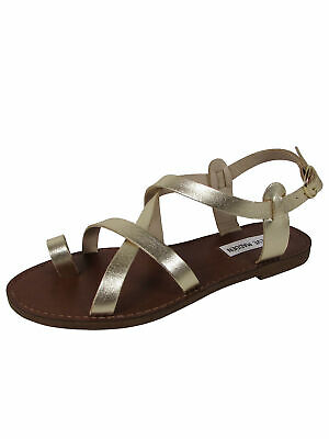 a93d4c44f94 STEVE MADDEN WOMENS Agathist Strappy Flat Sandal Shoes, Gold Leather, US 8.5