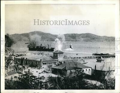 1942 Press Photo Port Moresby, New Guniea UN ship being bombed by Japanese