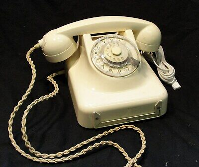"""1950s VINTAGE CREAM """"DIAL UP"""" TELEPHONE IN GOOD WORKING CONDITION"""