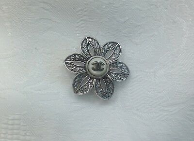 VINTAGE CHANEL FLOWER SILVER BUTTON SIZE 1,5 in