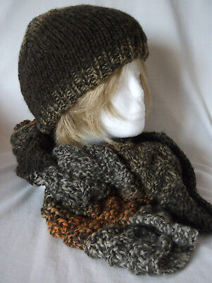 Hand-knitted Hat & Scarf – Ref 1755