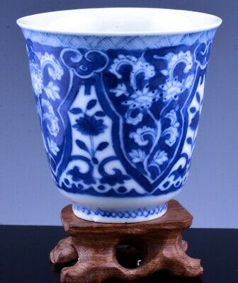 FINE 17THC CHINESE KANGXI BLUE WHITE PORCELAIN WINE CUP w DISPLAY STAND MARKED