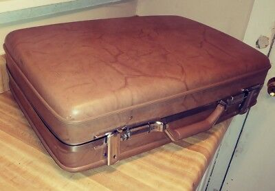 Vintage 1960s AMERICAN TOURISTER SUITCASE Hardshell RETRO LUGGAGE Tan SHIPS FREE