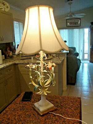 Vintage Shabby Chic Metal Floral Bouquet Tole-Ware Table Lamp