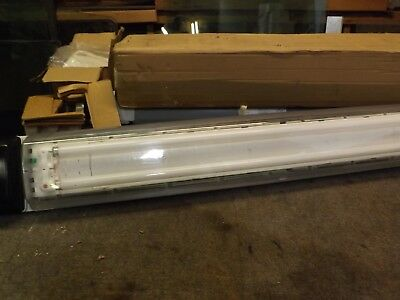 Cooper Crouse-Hinds Fluorescent Fixture For Hazardous Locations