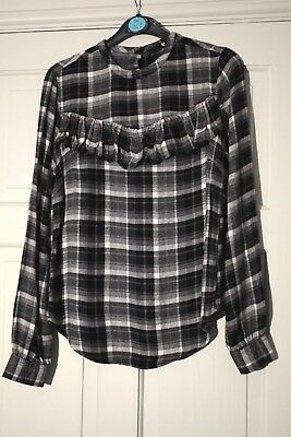 V BY VERY - Lovely black & white tartan ruffle front blouse size 8 new
