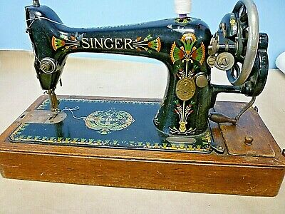 Singer sewing machine Hand Wound 1920 66K Made in Clydebank Scotland With Case