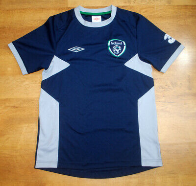 Umbro Ireland training shirt (Size S)