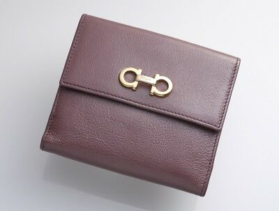 H3688M Salvatore Ferragamo Gancini Genuine Leather W Hook Bifold Wallet