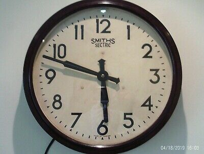 SMITHS SECTRIC BAKELITE INDUSTRIAL 34cm ELECTRIC 240V VINTAGE WALL CLOCK