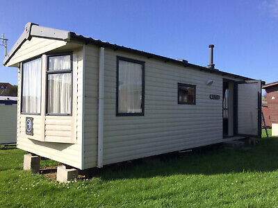Modern 6 berth caravan to rent in Newquay, Cornwall