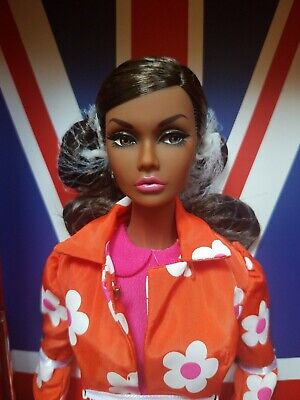 """NRFB Poppy Parker SUNNY SLICKERS SWINGING LONDON COLLECTION 12"""" doll Integrity"""