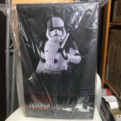 Hot Toys Executioner Trooper MMS428 1/6 Scale Star Wars Finn