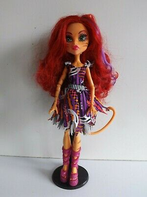 Monster High Freak Du Chic Toralei Daughter Of A Warecat Doll With Stand